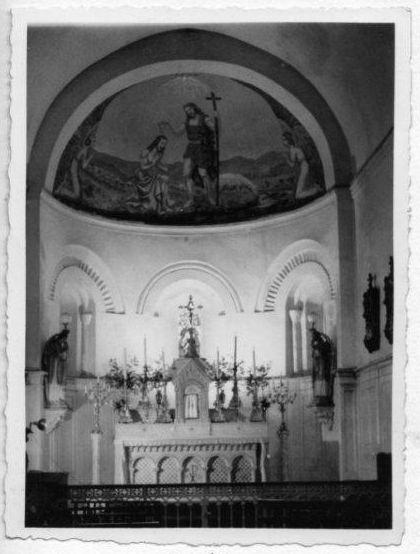 Intérieur de l'église en 1940 avec la fresque